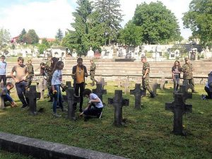 Plantare flori in Cimitirul Eroilor (5)